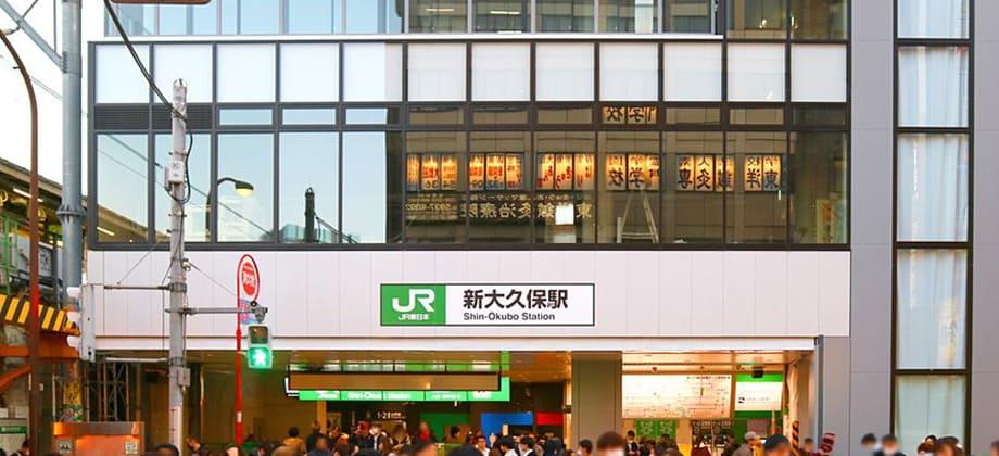 4階建てになった駅舎の写真